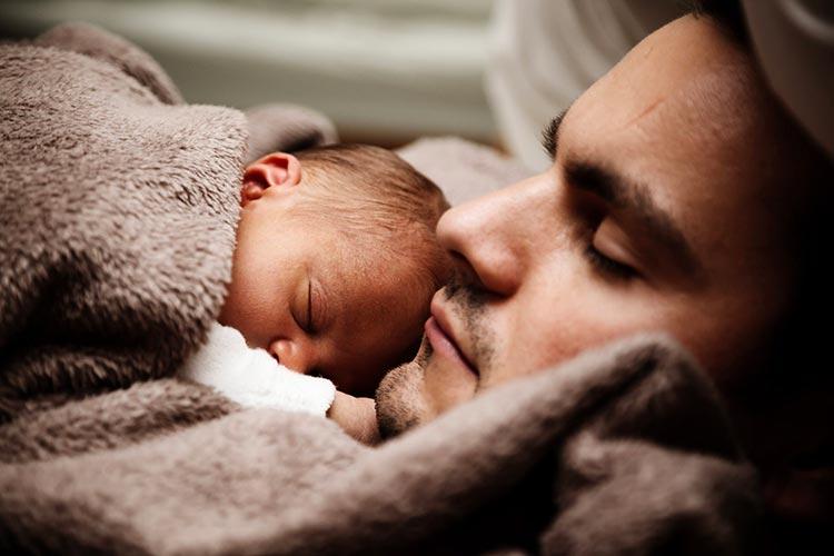 36781c5da089 Comment porter bébé sur le ventre   - Conseils de la rédaction