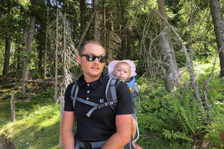 avantages porte bébé randonnée
