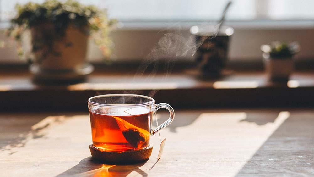 Le thé vert : un redoutable brûleur de graisse pour vous aider à maigrir après la naissance
