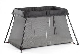 Babybjörn Light Noir : le lit parapluie idéal pour les voyages